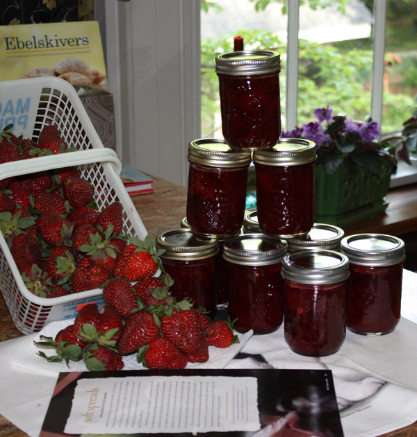 Only fresh canned jams are served at Bloomsbury Inn, strawberry is a favorite. Each year at the Bloomsbury Jam Off, strawberry is a favorit.