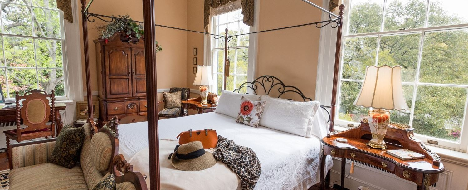 An iron king bed awaits you at Bloomsbury Inn.
